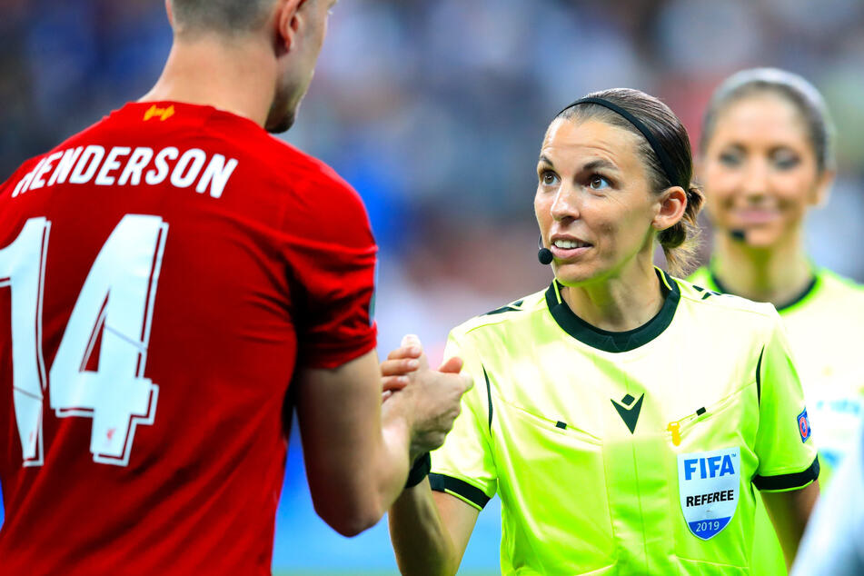 Novum in der Champions League: Erstmals pfeift eine Frau in der Königsklasse