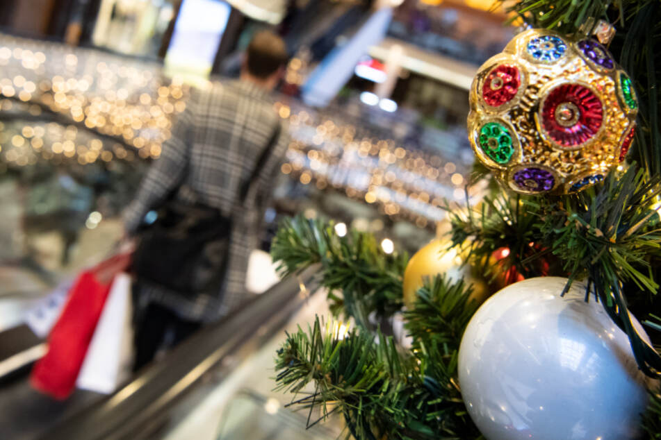 Städte wollen Händlern im Weihnachtsgeschäft unter die Arme greifen