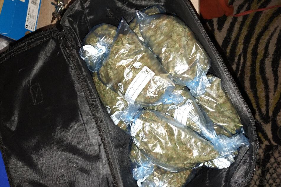 Verschiedene Betäubungsmittel wie Kokain und Marihuana wurden bei dem Jugendlichen gefunden.
