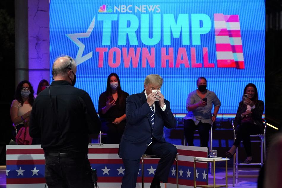 Nasen putzen und weiter: US-Präsident Donald Trump.