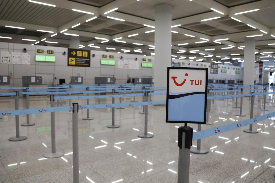 Der Touristikkonzern Tui setzt wegen der Coronavirus-Krise den größten Teil seiner Reiseaktivitäten aus. (Archivbild)