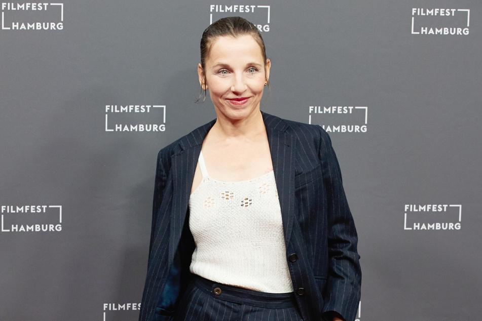 """Schauspielerin Meret Becker (""""Tatort"""") war Teil der Videoaktion #allesdichtmachen. Jetzt rudert die 52-Jährige zurück."""