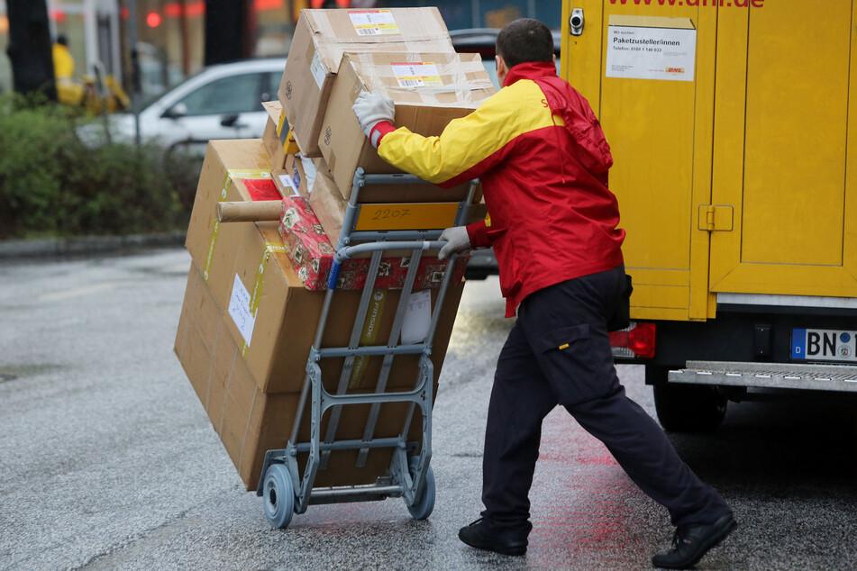 Auch das noch: Paketbotin von eigenem Transporter erfasst
