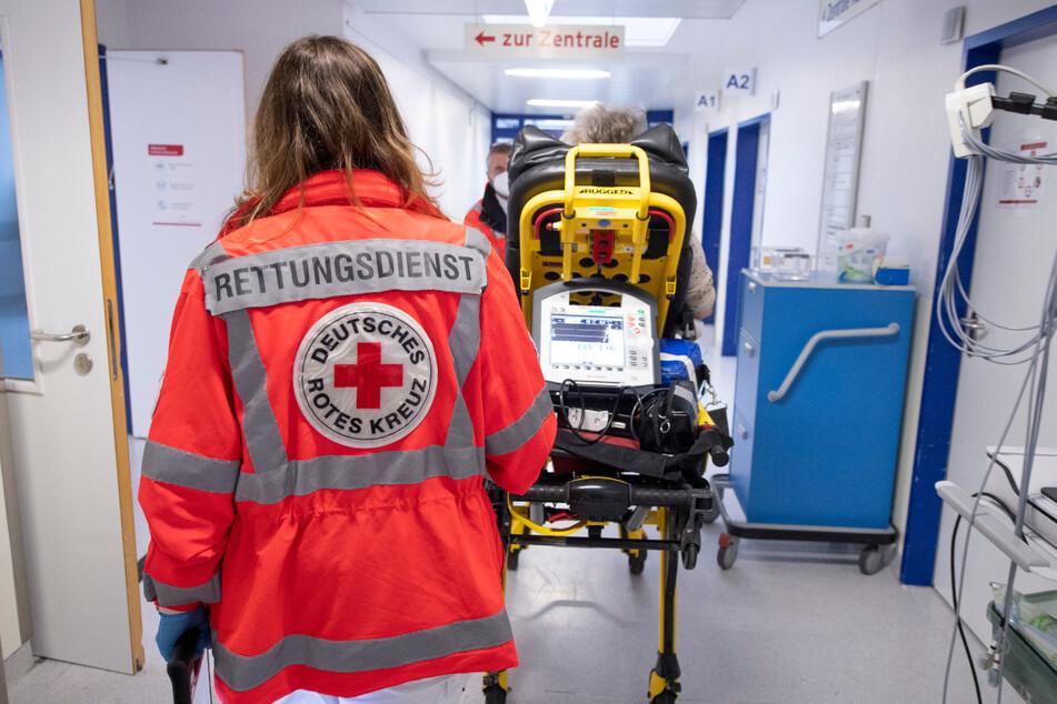 Die Zahl der Rettungsdiensteinsätze in Baden-Württemberg ist im vergangenen Jahr erstmals nach langer Zeit zurückgegangen. (Symbolbild)