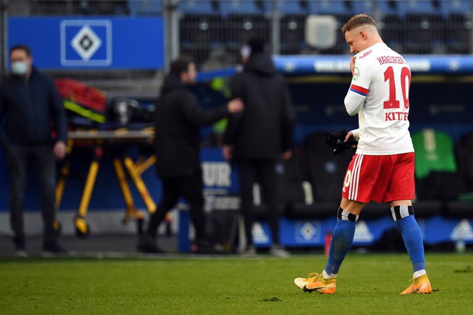 HSV-Edeltechniker Sonny Kittel verlässt nach dem Unentschieden gegen Greuther Fürth enttäuscht den Platz.