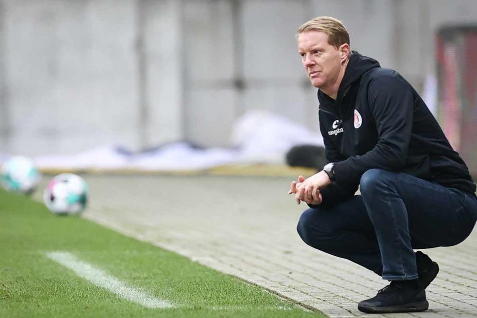Auf den FC St. Pauli und Trainer Timo Schultz (43) wartet noch viel Arbeit. (Archivbild)