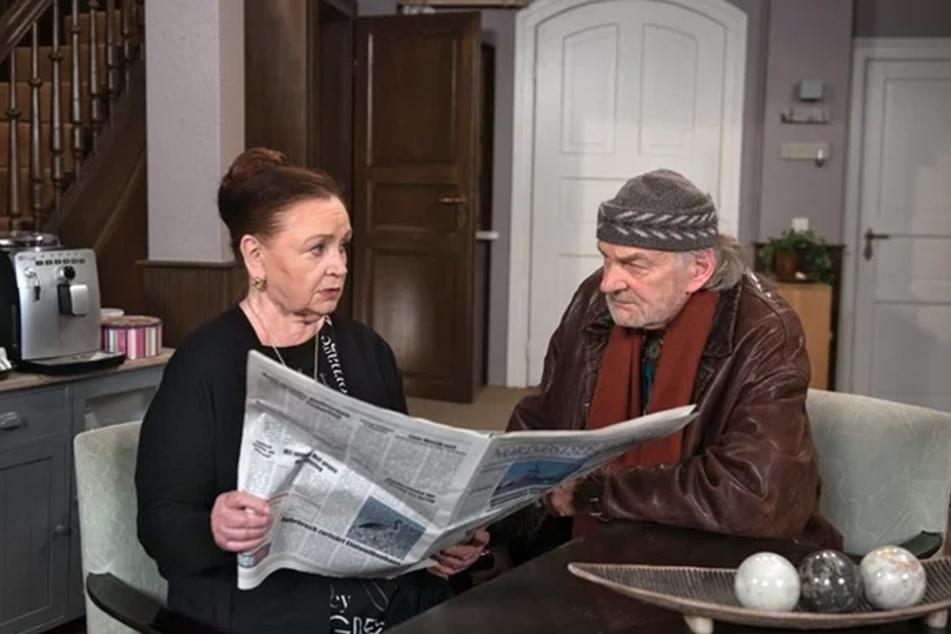 """Claudia (Roswitha Dost) erkennt mit Hannes (Claus Dieter Clausnitzer), dass sie mit dem Vertrieb von """"Melbafit"""" einem Betrug aufsitzt."""