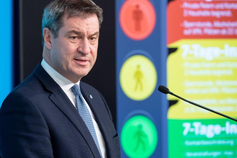 """Markus Söder (53, CSU), Ministerpräsident von Bayern, spricht zur weiteren Entwicklung in der Corona-Pandemie auf einer Pressekonferenz. Mittlerweile gibt es eine weitere """"dunkelrote"""" Warnstufe."""