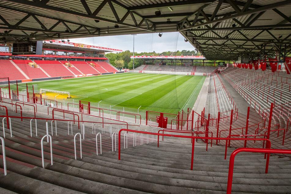 """Ein Blick in das Stadion """"An der Alten Försterei"""", dem Heimstadion des Fußball-Bundesligisten 1.FC Union Berlin. (Archivbild)"""