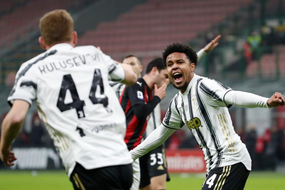 Weston McKennie (r.) jubelt zusammen mit Dejan Kulusevski über sein Tor zum 1:3 beim Spiel von Juventus Turin gegen den AC Mailand.
