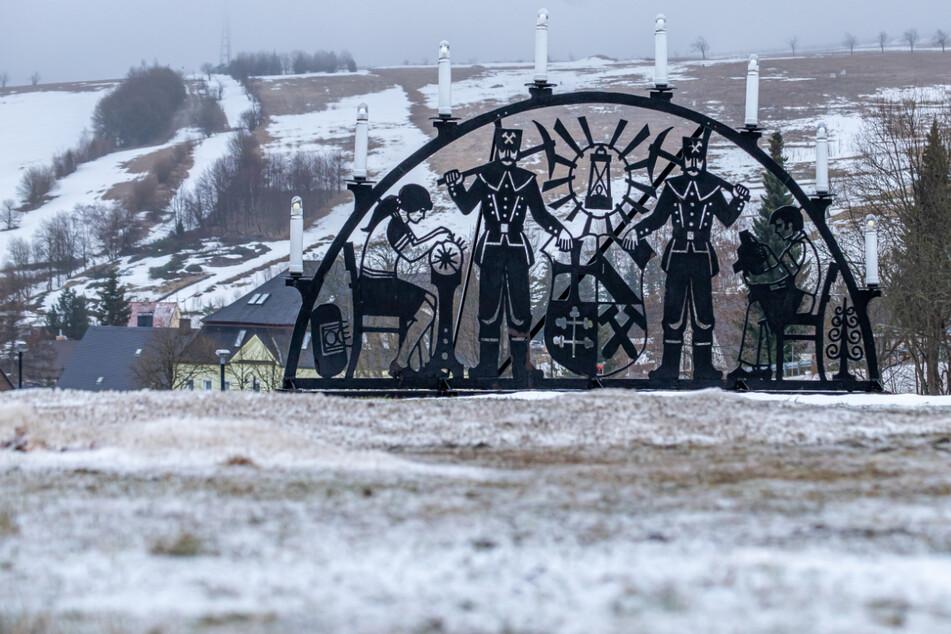 Temperatursturz im Erzgebirge: Erster Schnee verdrängt Frühlingsgefühle