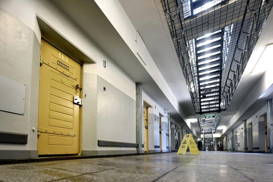 Die Tür zur Zelle 143 in der Klever Justizvollzugsanstalt. (ältere Aufnahme)