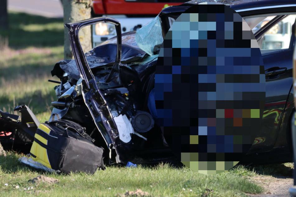 Autofahrer kracht mit Rettungswagen frontal zusammen und stirbt in Wrack
