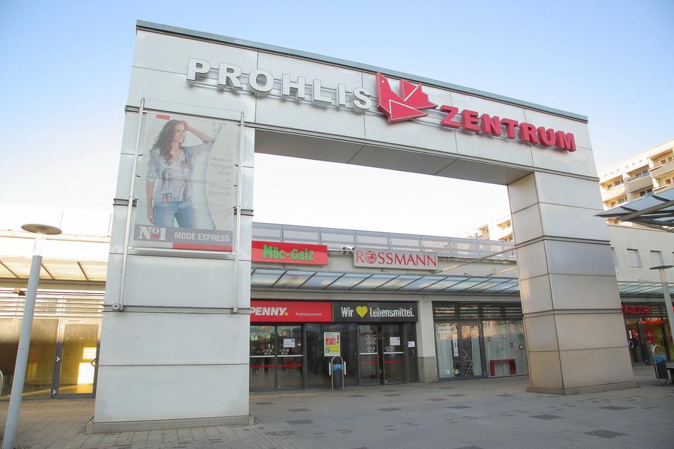 Im Supermarkt im Prohlis-Center wurde Zouheir bei Klauen erwischt, zeigte dann seinerseits die Wachmänner an.