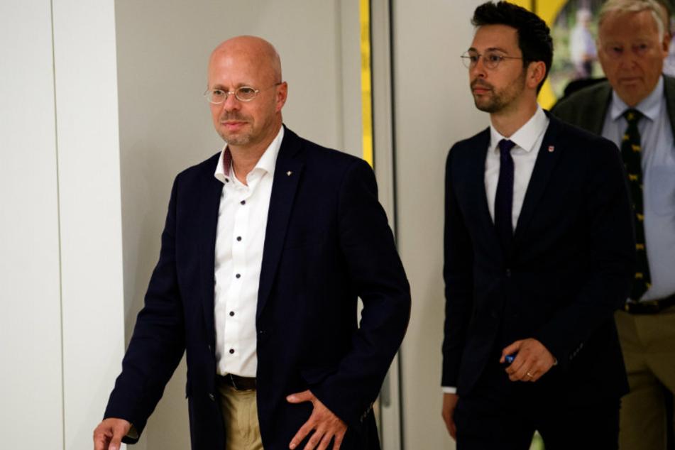 Andreas Kalbitz (47, l.) lässt sein Amt als Fraktionsvorsitzender vorläufig ruhen.