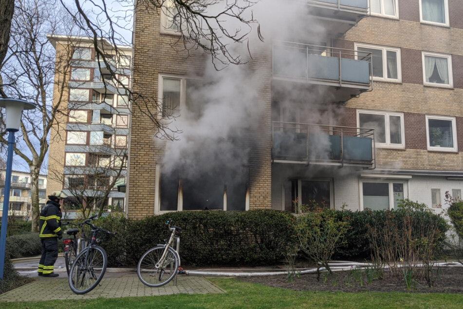 Aus der Erdgeschosswohnung drang dichter Rauch.