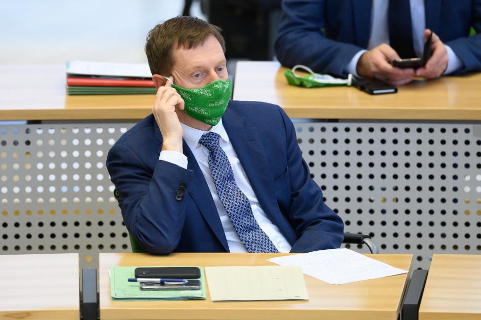 Ministerpräsident Michael Kretschmer (45, CDU) trägt eine Maske von pro4tex.