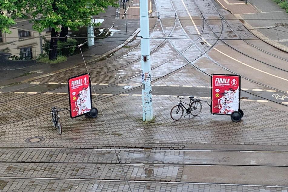 Auch Fahrräder mit großen Plakaten wurden in der Stadt gesichtet.