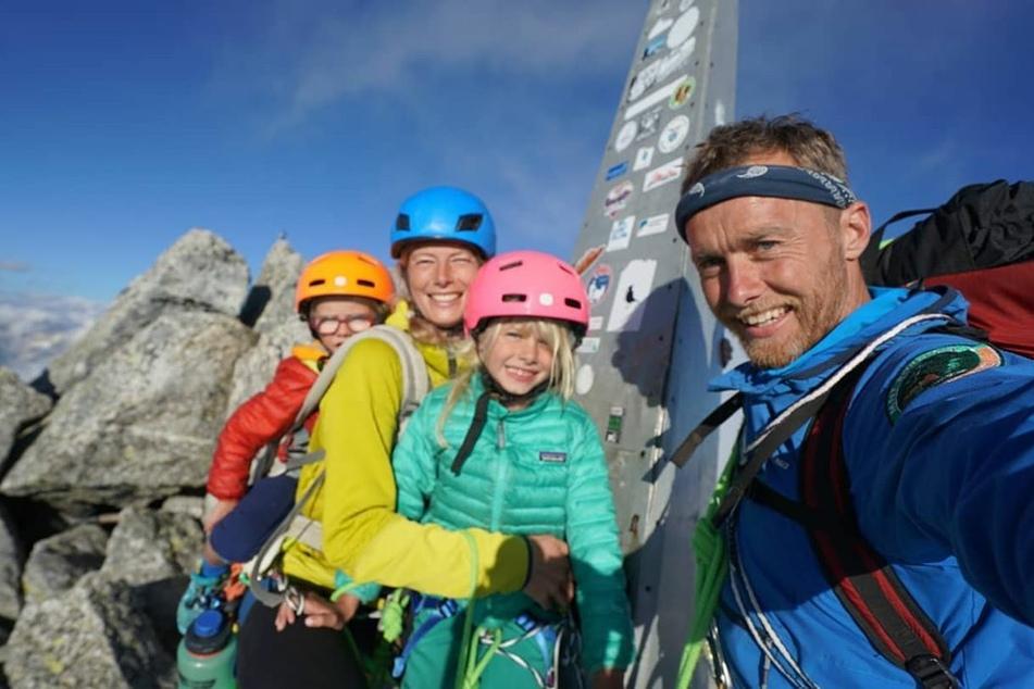 Familie Houlding auf dem Gipfel des Piz Badile.