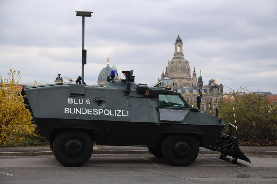 Die Polizisten sind für den Fall der Fälle gerüstet.