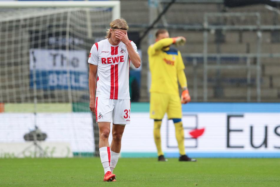 Die Kölner Sebastiaan Bornauw und Torwart Timo Horn zeigen sich enttäuscht nach dem Gegentreffer zum 1:0.