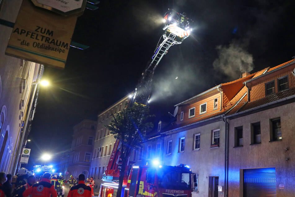 Vor Ort waren die Feuerwehren aus Hohenstein-Ernstthal, Wüstenbrand und Oberlungwitz, Rettungsfahrzeuge des DRK sowie Notarzt und Polizei.