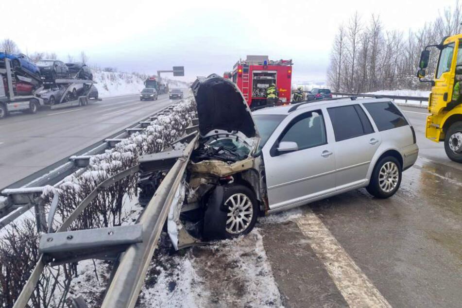 Auto kracht in Leitplanke: A4 nach Unfall teilweise gesperrt