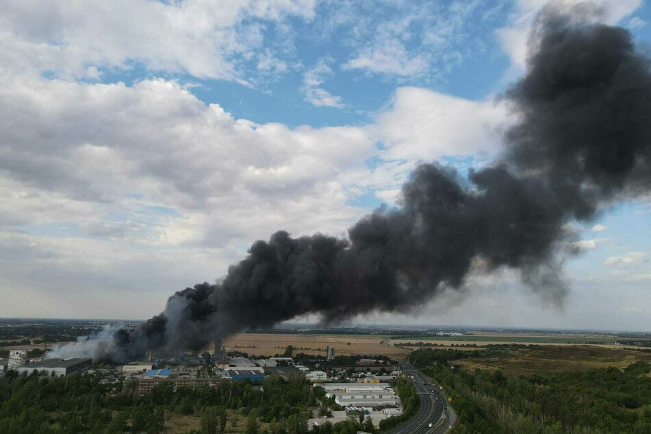 Auf dem Gelände einer Recyclingfirma im Leipziger Norden ist es am Freitag zu einem Brand gekommen.