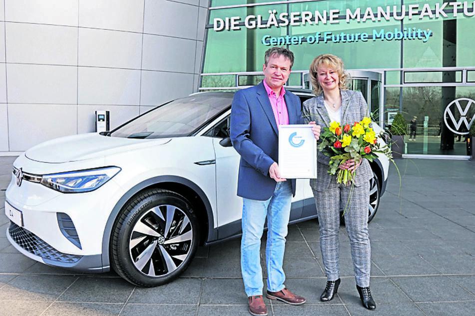 Dresden: Sachsens neuestes Elektroauto: Erste Kunden holen sich ihren ID.4