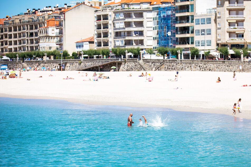 In Spanien im Meer baden, das geht ab Montag wieder ohne obligatorischen PCR-Test bei der Einreise. Doch vorher wird weiterhin einer fällig.