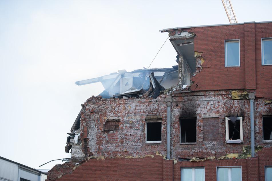Das Gebäude im Stadtteil Barmbek ist nach der Explosion stark beschädigt.
