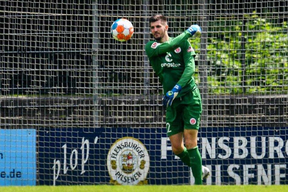 Neuzugang Nikola Vasilj (25) hütet in der kommenden Saison das Tor des FC St. Pauli.