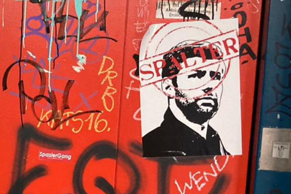 """Diese Plakate sind inzwischen in ganz Stuttgart zu sehen: Hitzlspergers Konterfei mit dem """"Spalter""""-Stempel."""