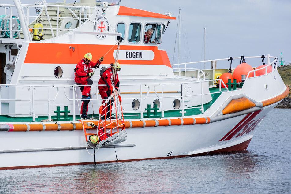 Boot gekentert: Drei Segler aus der Schlei geborgen