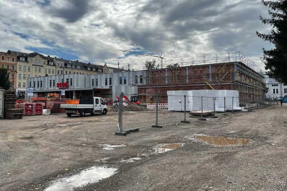 Durch den Anbau (rechts) soll der Supermarkt von 1400 auf 1990 Quadratmeter wachsen.