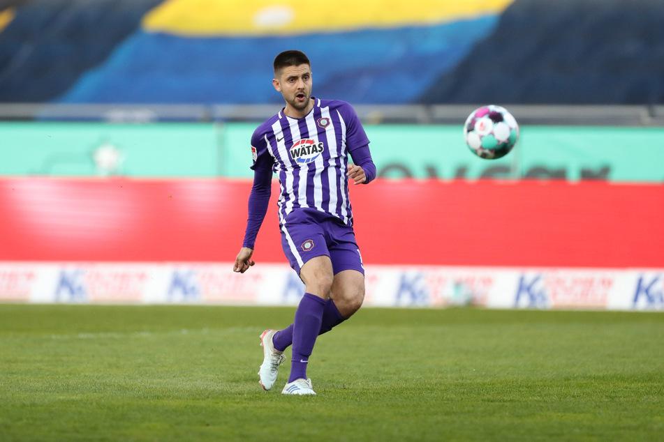 Dimitrij Nazarov bringt die Veilchen mit seinem Treffer in der 49. Minute zur zwischenzeitlichen 1:0-Führung.