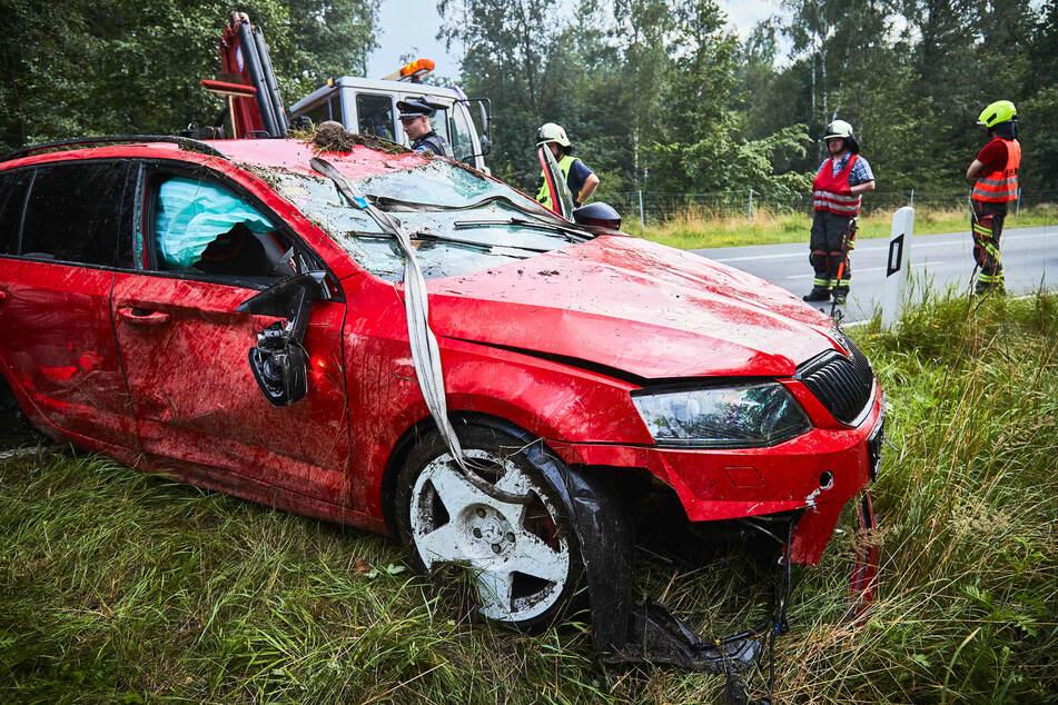 Während der Bergung des Fahrzeugs musste eine Spur der B172 stundenlang gesperrt werden.