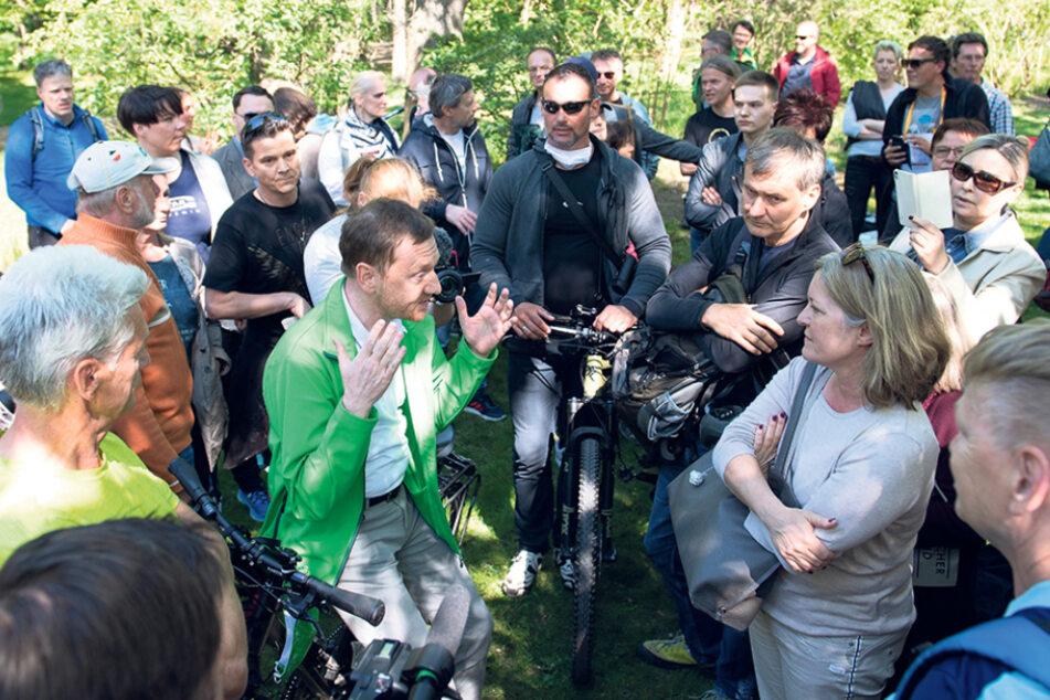 Mitte Mai besuchte Michael Kretschmer (45, CDU) Anti-Corona-Demonstranten in Dresden. Das sorgte für Debatten.