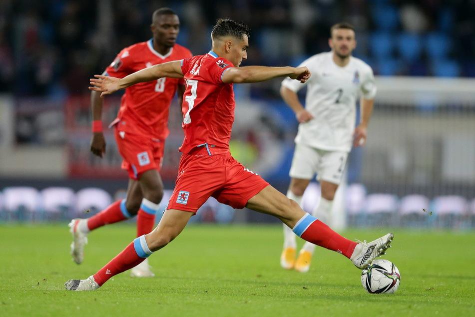 Dirk Carlson (23), hier im Spiel gegen Aserbaidschan am Ball, liegt mit seinen Luxemburgern in der WM-Qualifikation gut im Rennen.