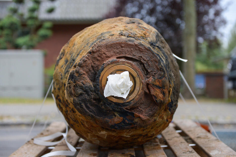 Die Bombe soll am Mittwochmittag entschärft werden (Symbolbild).