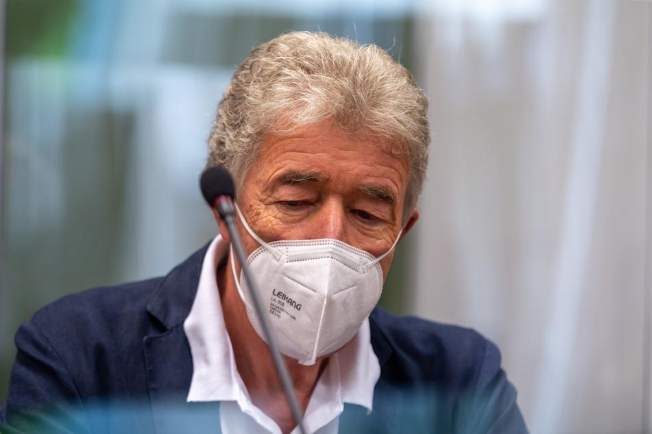 Thomas Pekny (69) wird nach seinem Freispruch vom Vorwurf des schweren sexuellen Missbrauchs Intendant der Komödie im Bayerischen Hof bleiben.