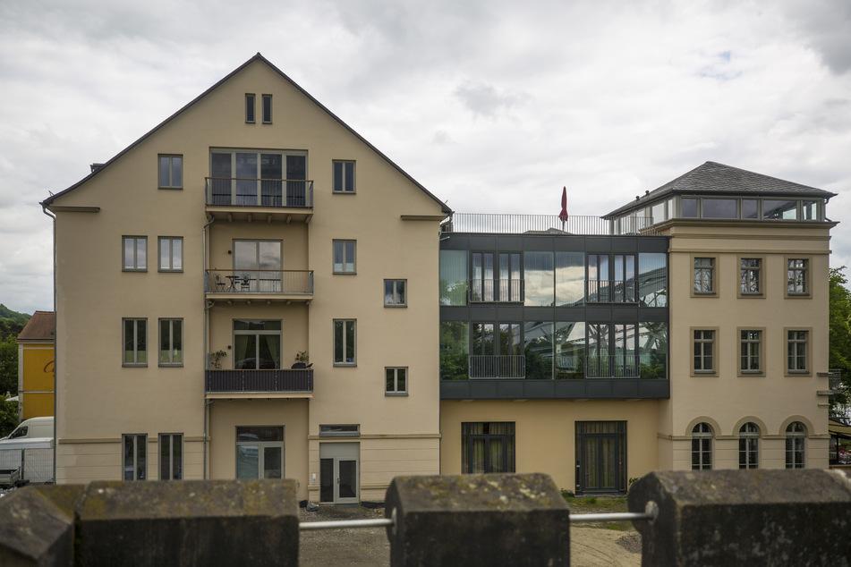 """Das ehemalige Hotel Demnitz beherbergt seit Langem den Biergarten """"Elbegarten"""". Nun öffnet im Erdgeschoss auch das Restaurant."""