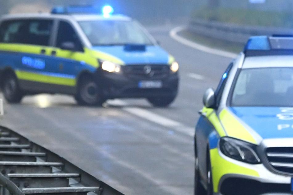 Unfall auf A9: Auto wird abgedrängt und überschlägt sich! Mutter und Sohn schwer verletzt