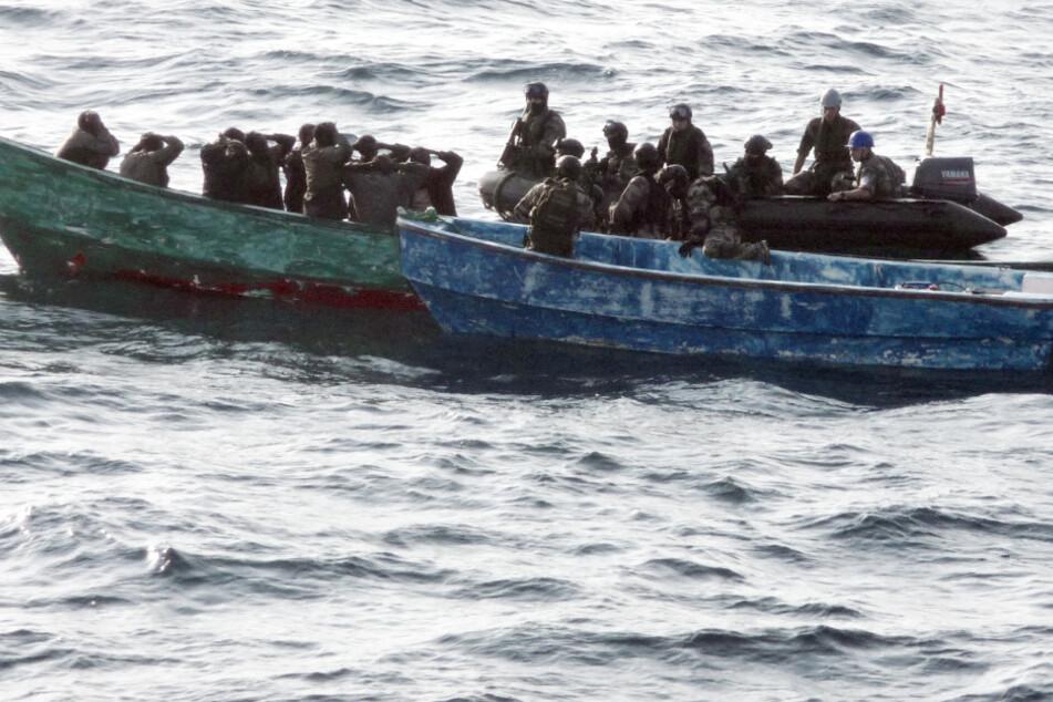 Schiff gekapert, Geiselnahme: Piraten überfallen Schiff von deutscher Reederei!