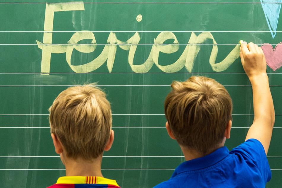 Sechs Wochen Sommerferien! In Bayern dürften sich zahlreiche Schulkinder auf die anstehende freie Zeit freuen. (Symbolbild)