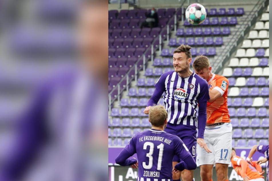 Auf die Kopfballstärke von Florian Ballas (27, M.) wird es auch in Nürnberg ankommen.