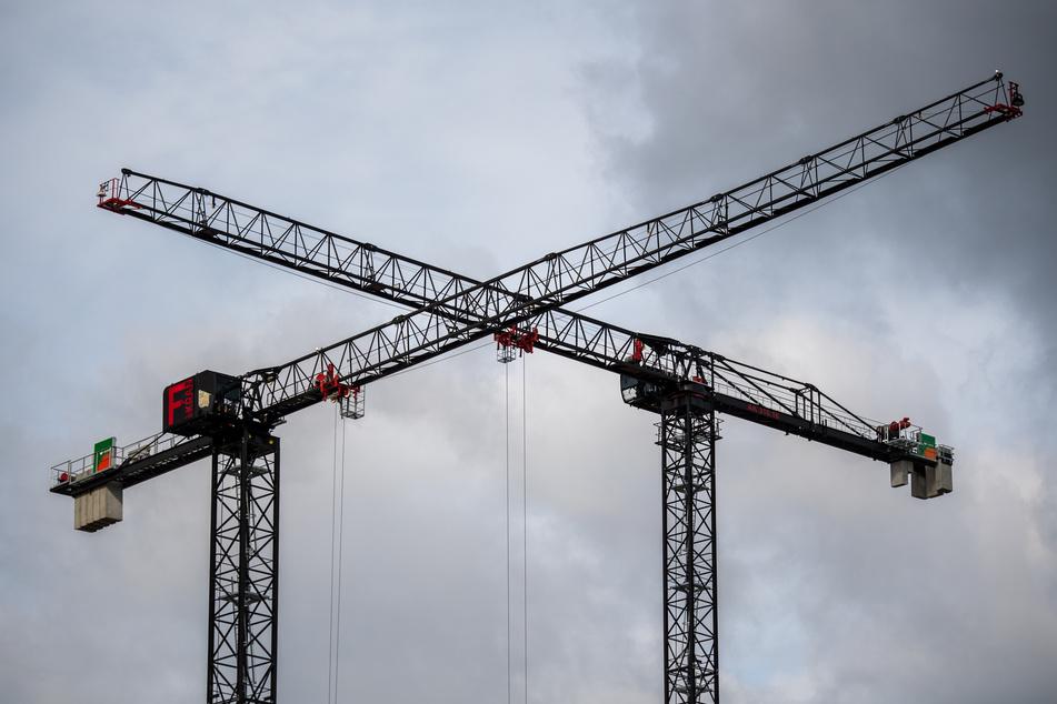 Tödlicher Unfall auf Baustelle! Arbeiter von tonnenschwerem Bohrer erschlagen