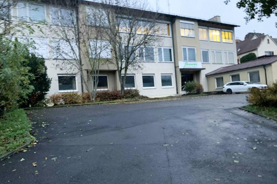 Der Junge starb beim Spielen auf dem Gelände einer ehemaligen Grundschule.