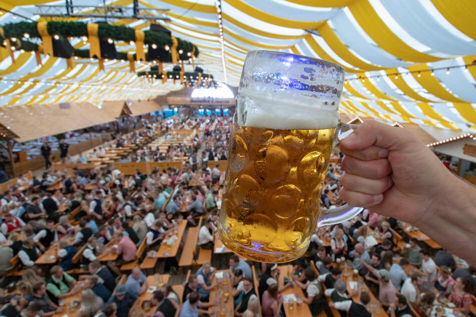 Feiern mit einem Bier? Volksfeste, Festivals, Musikevents? Alles ist bis Ende August abgesagt - und das nicht nur im Freistaat Bayern.