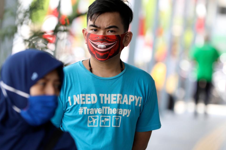 In Indonesien ist die Zahl der bestätigten Corona-Infektionen auf mehr als 100.000 gestiegen.